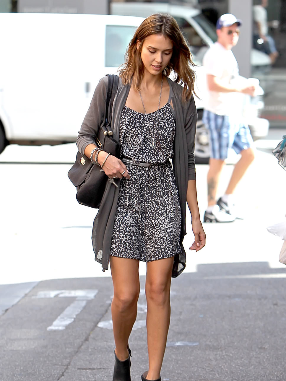 jessica_alba_printed_dress-casual-chic-style