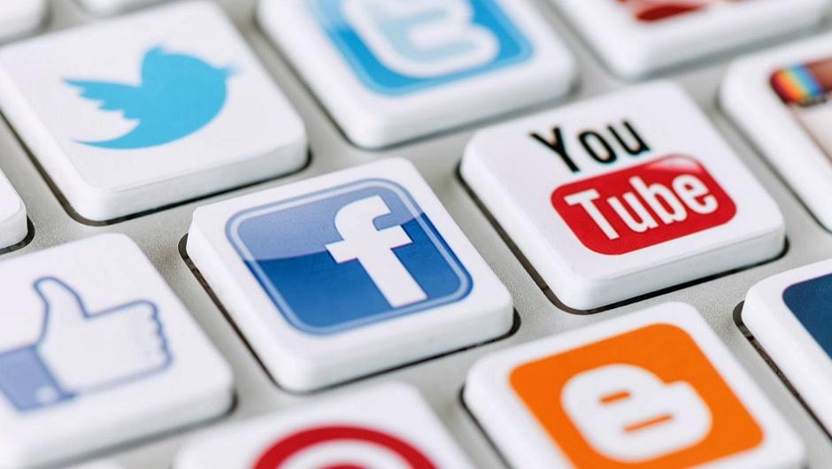 social media socializing