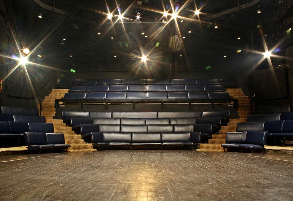 prithvi-theater-juhubeach-oyo-rooms