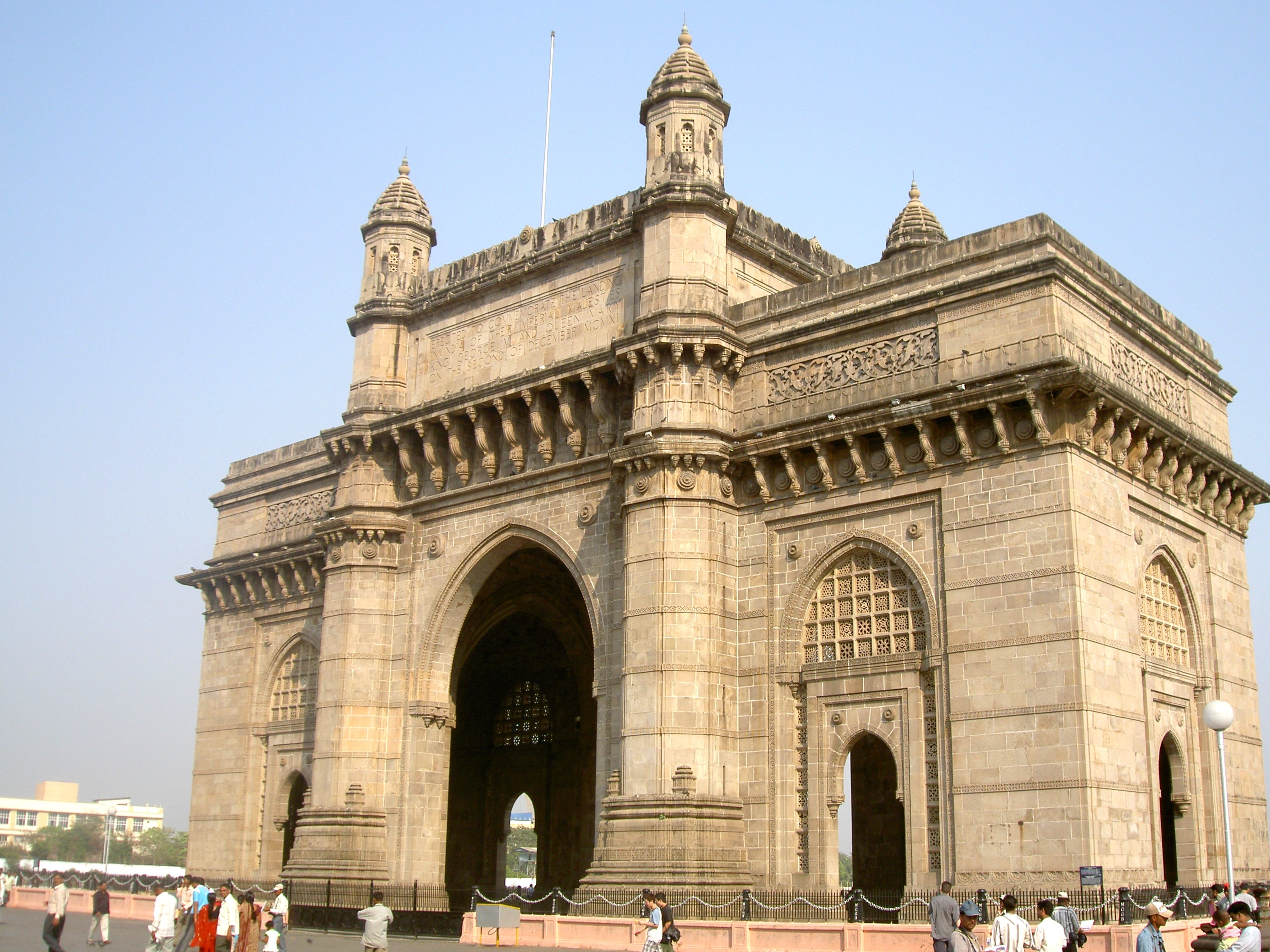 gateway of India places to visit near mumbai