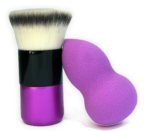 kabuki brush or beauty blender for making foundation stay longer