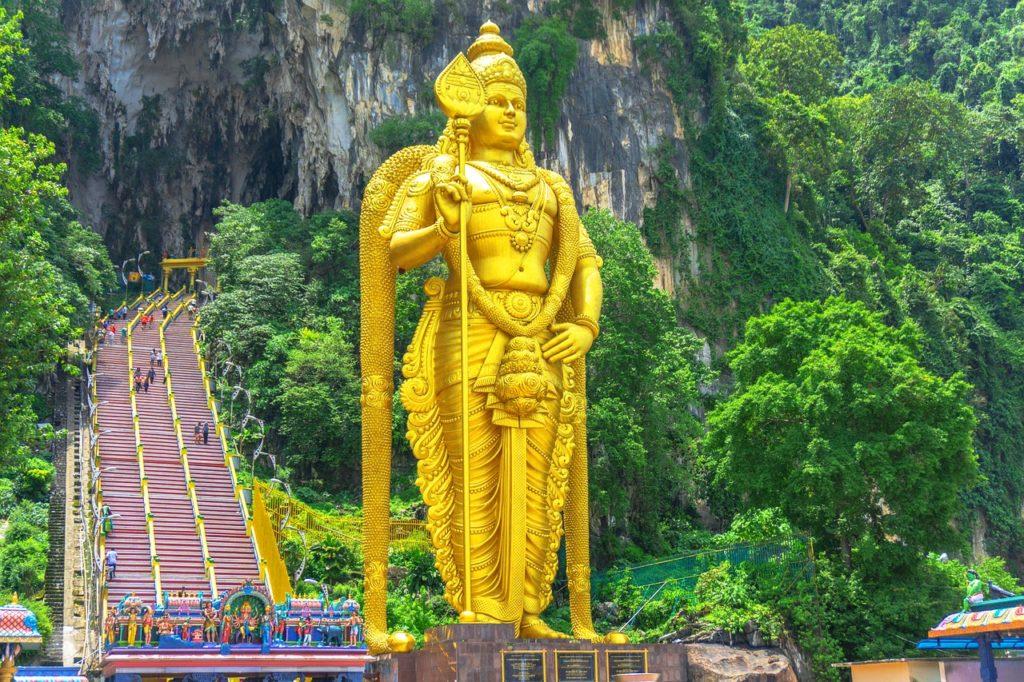 lord murugan statue batu caves selangor - places to visit in malaysia